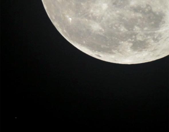 Aldebaran-Mond-CPreuss-29102015-00