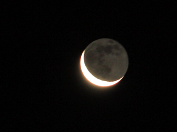 Mond-aschfahl-CPreuss-08122015-590px